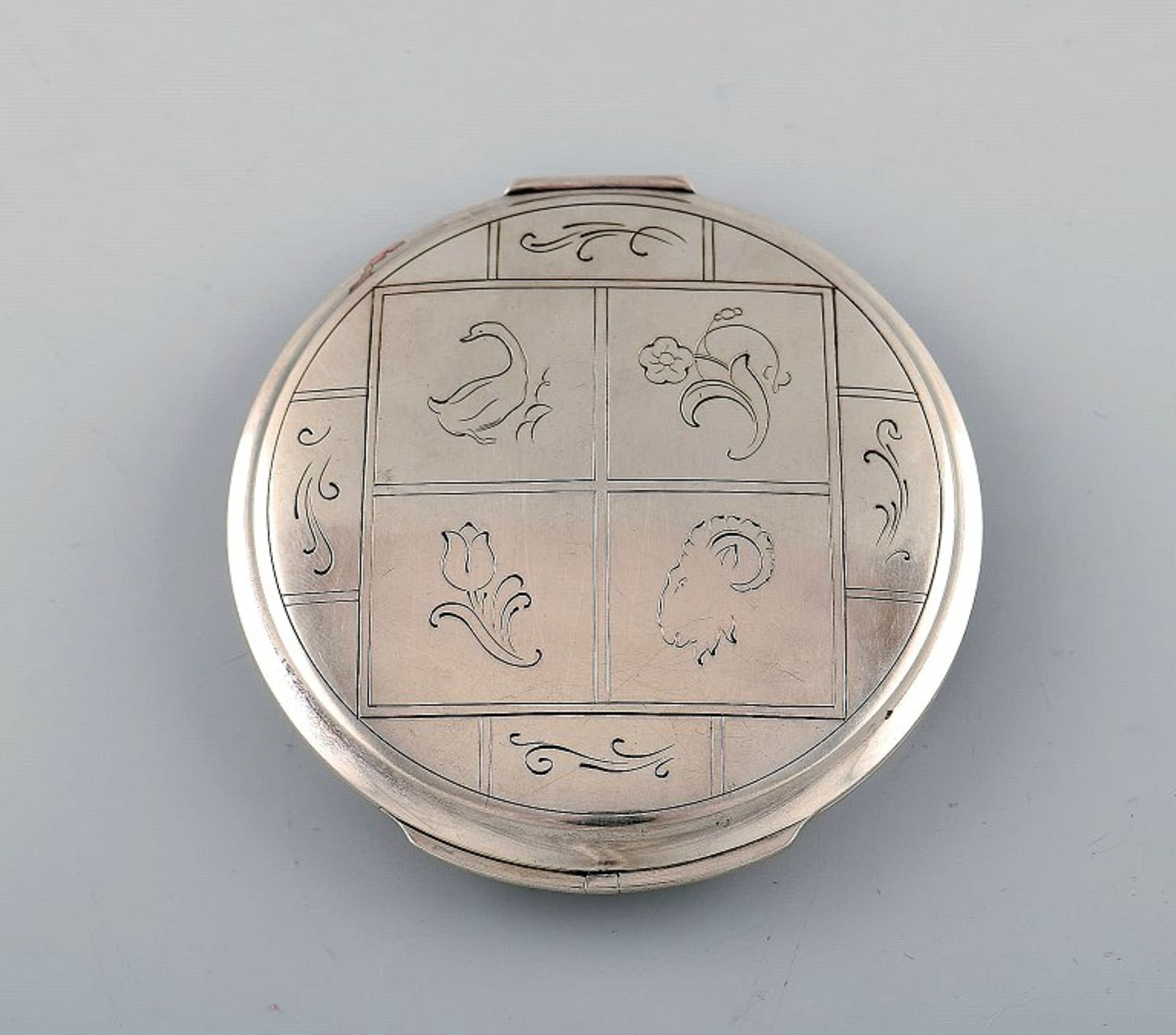 Harald Nielsen for Georg Jensen. Art deco Puderdose. Silber. Ca. 10cm. .