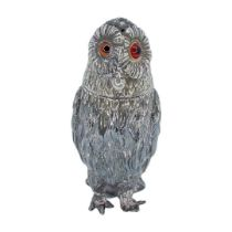 Large Victorian Silver Owl Pepper. 65 g. Creswick and Co., Sheffield 1851