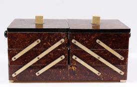 Nähkästchen. Art Déco Stil. Holz, marmoriert. Auseinanderziehbar mit Fächer. H: 17 x 40 x