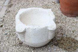 Marmorgefäß. Italien, 19. Jh. Mörser. H: 29 x 35 cm.