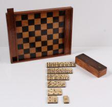 Spielbrett. Nach 1900. Eiche und Ahorn. Schachbrett, rückseitig für Dame-Spiel. H: 29 x 35,