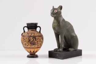 Ägyptische Katze. Kopie der Gottheit Bastet. H: 23,5 cm. Dazu Kopie einer griechischen Ampho