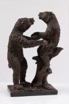 Skulptur. Bären. 20. Jh. Bronze patiniert. Rechteckiger Sockel mit Baumstumpf, darauf spiele