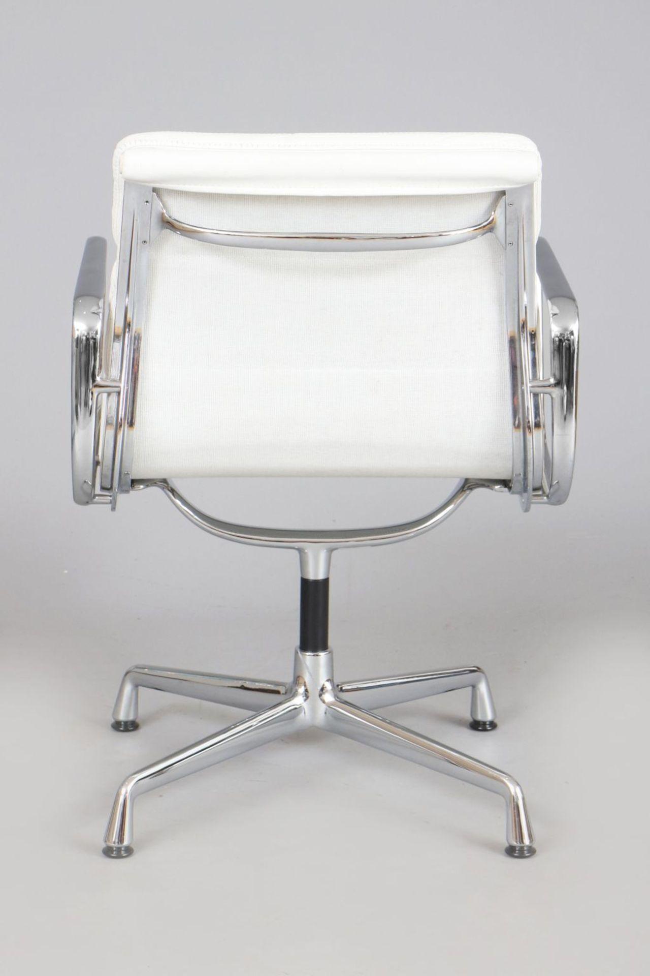 CHARLES & RAY EAMES Aluminium Chair - Soft Pad - EA 208 - Image 2 of 3