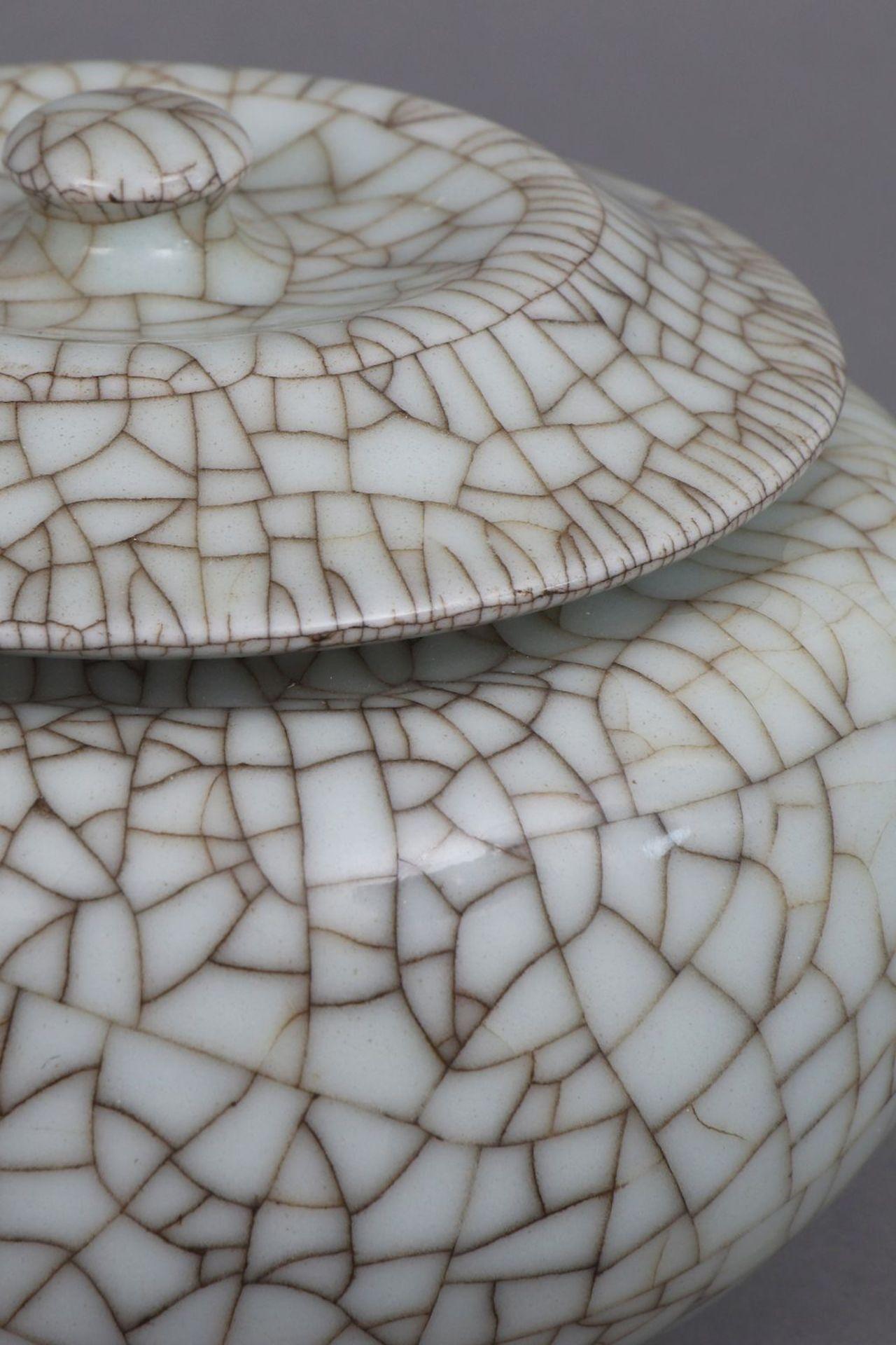 Paar chinesische Deckeldosen mit Seladon-Craqueleeglasur - Bild 2 aus 4