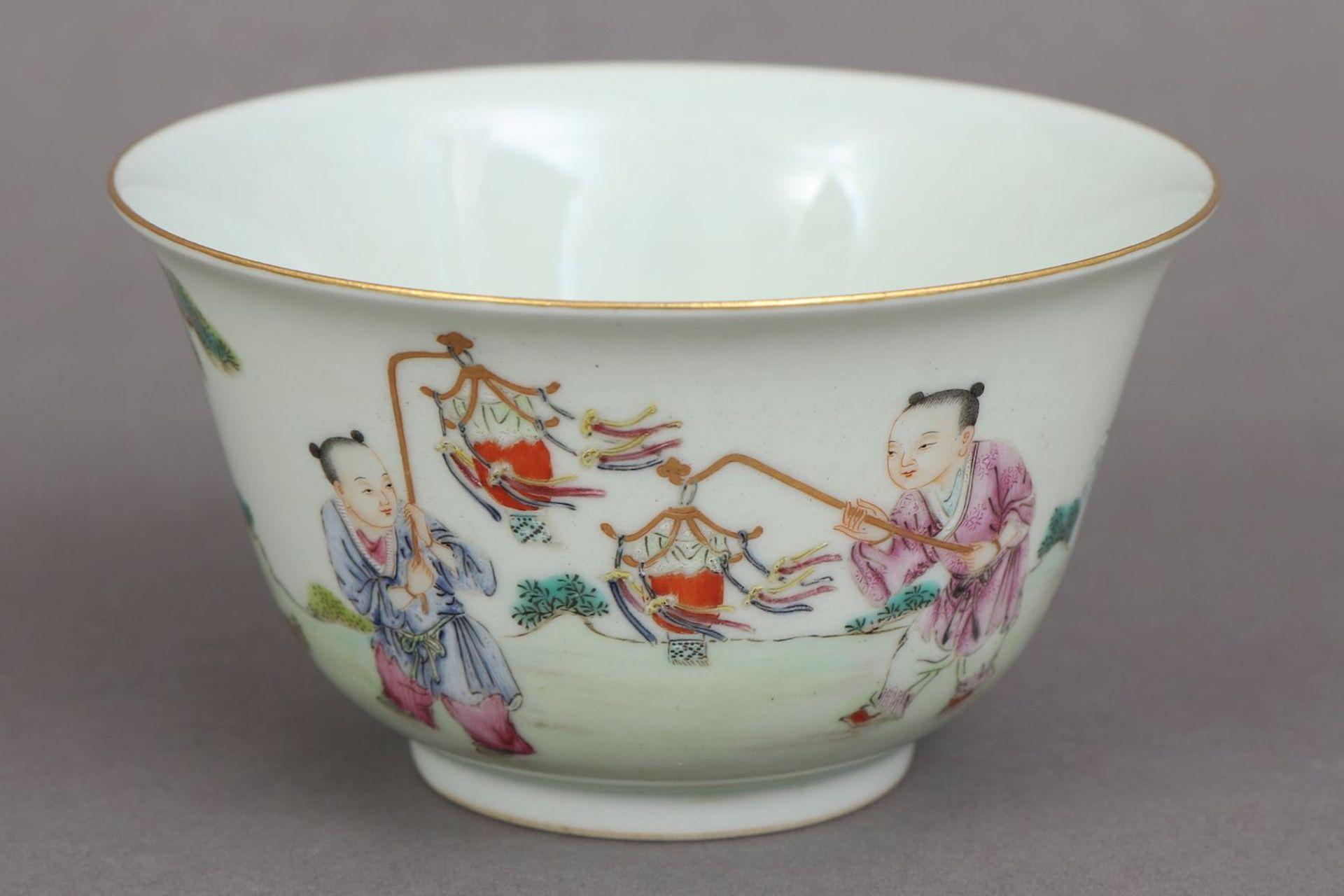Chinesisches Porzellankoppchen des 20. Jahrhunderts