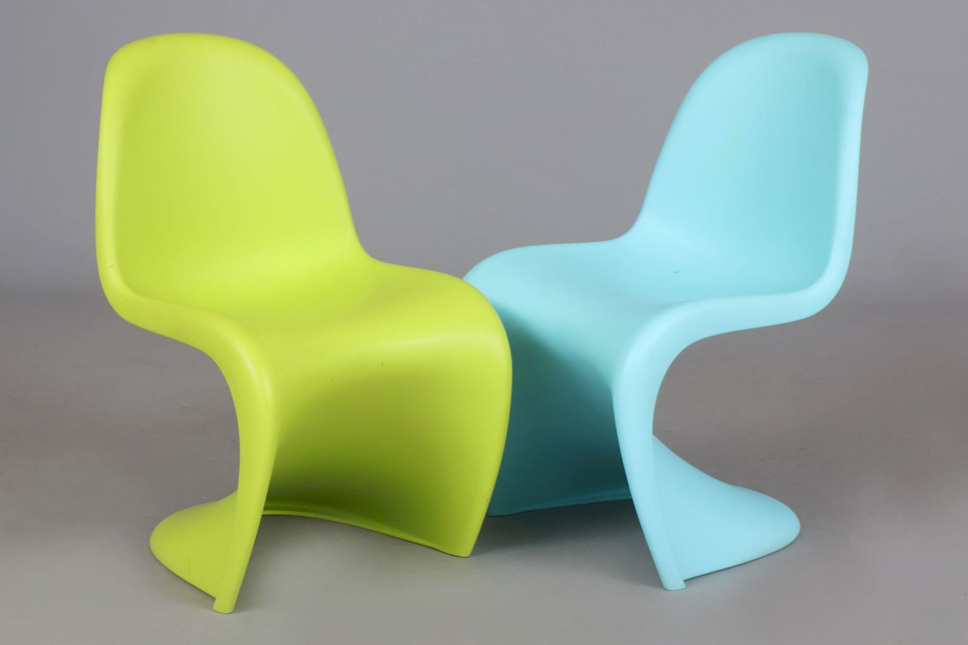 2 VERNER PANTON Kinder (Junior) ¨Panton Chairs¨