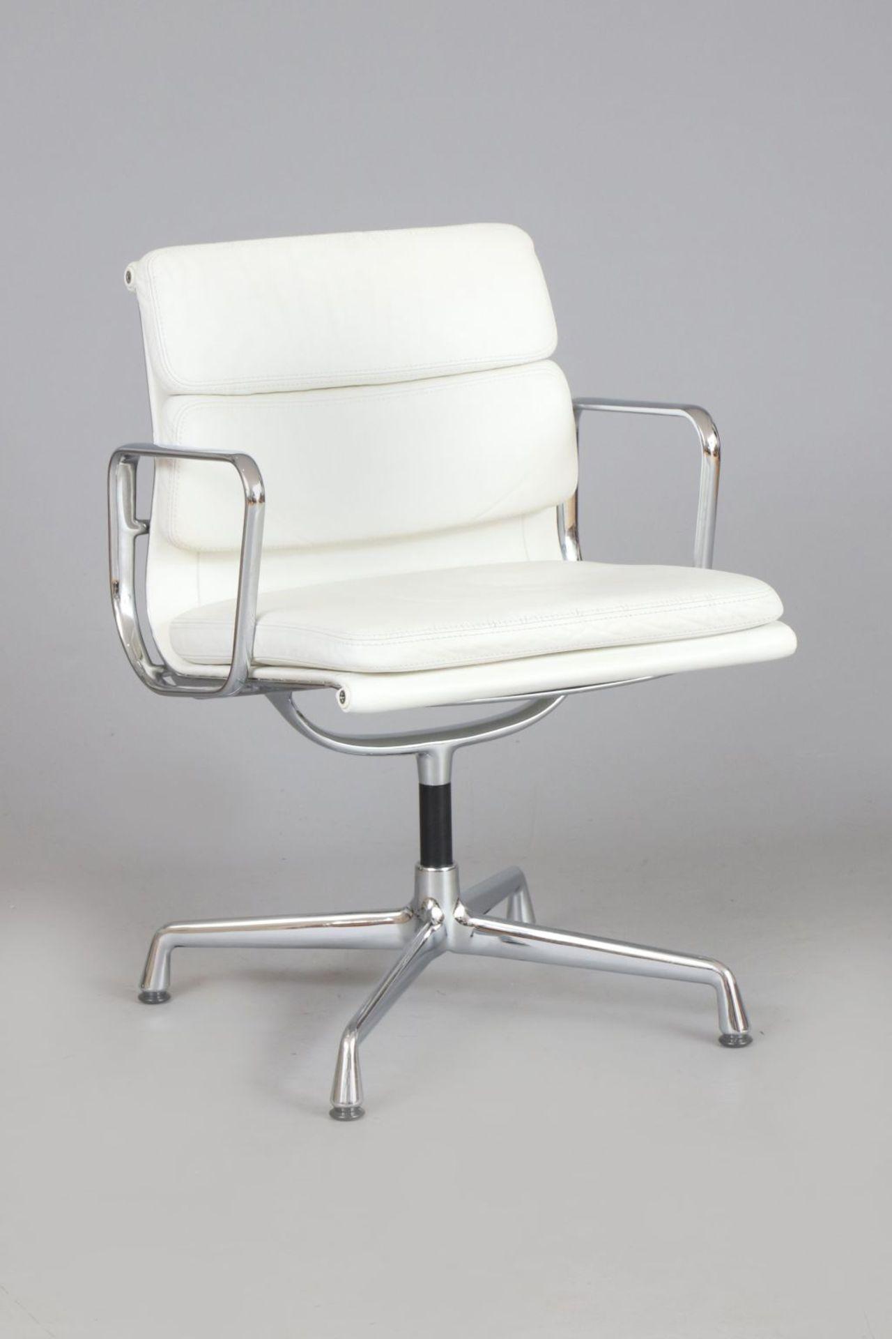 CHARLES & RAY EAMES Aluminium Chair - Soft Pad - EA 208