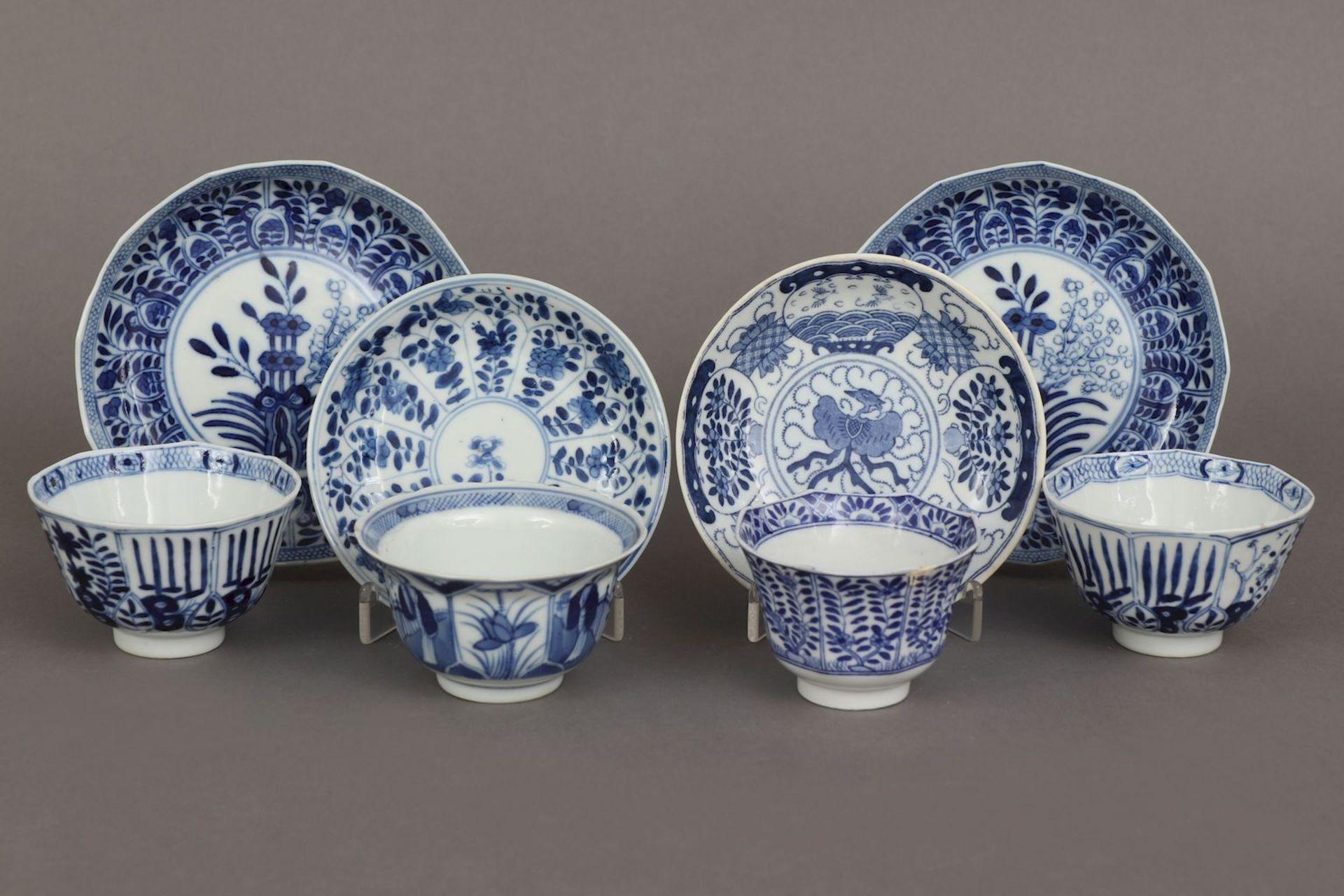 4 chinesische Koppchen mit Untertassen