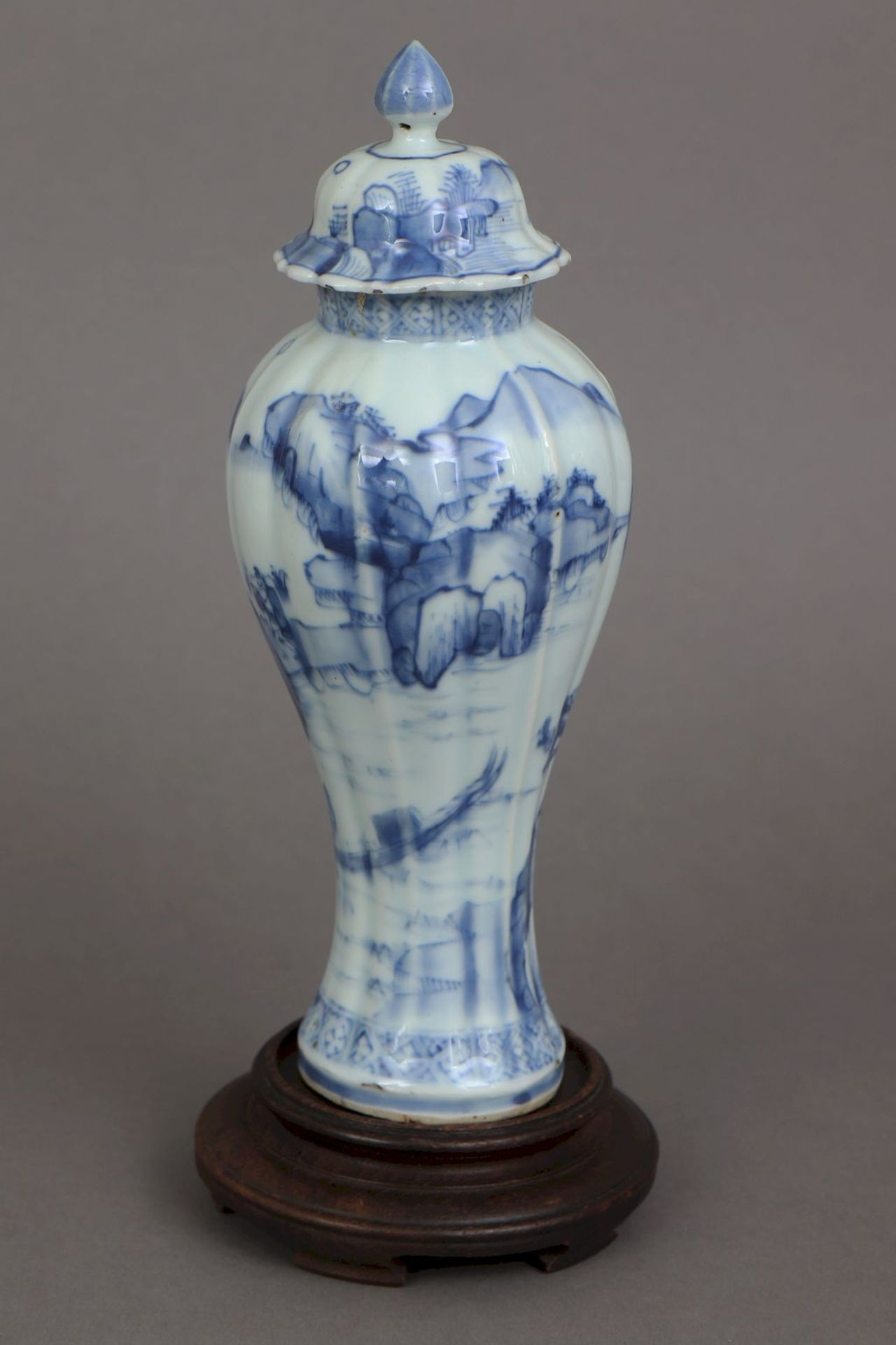 Chinesisches Vasengefäß mit Blaumalerei