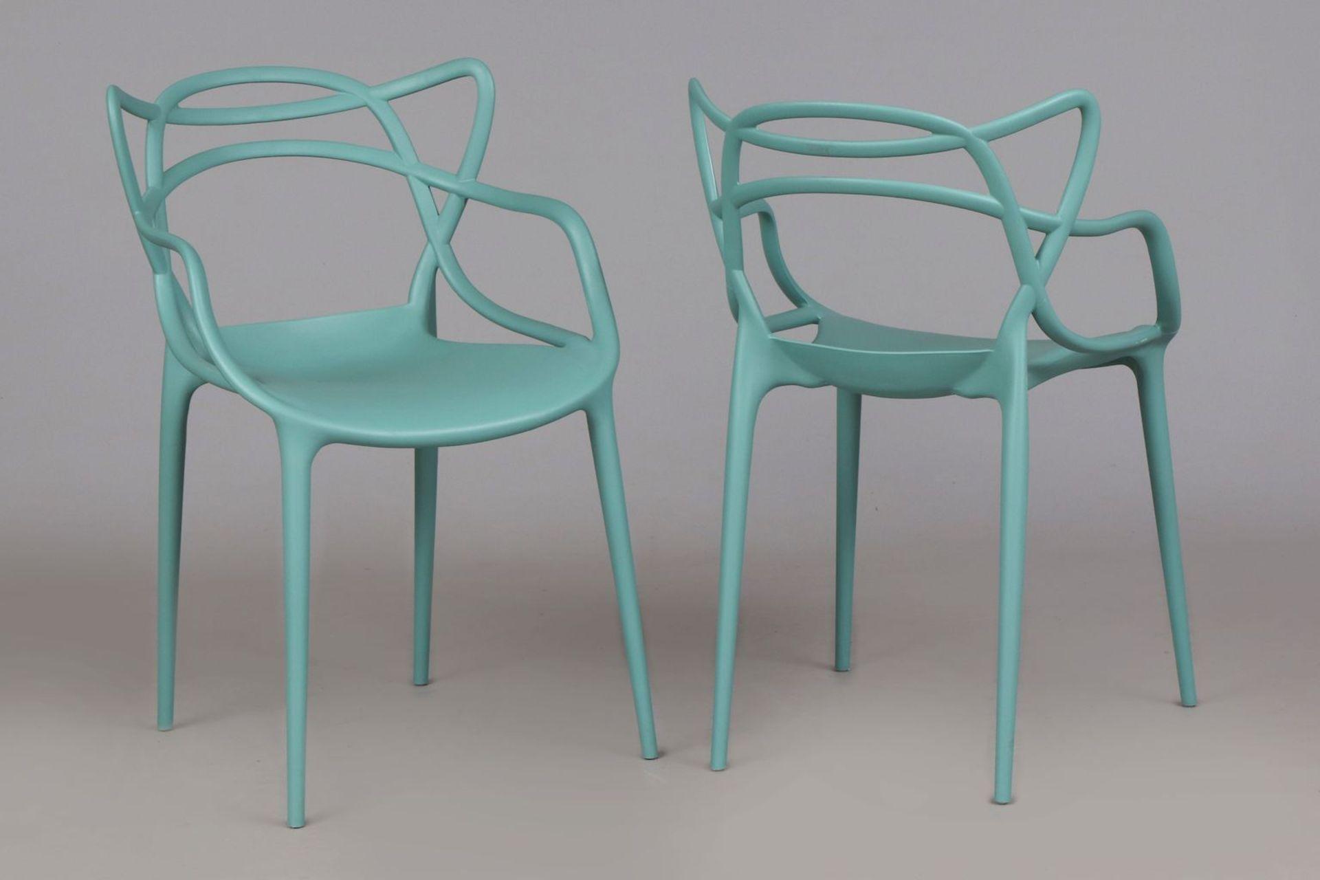 Paar Kunststoff Stühle nach einem Entwurf von Philippe Starck - Image 2 of 4