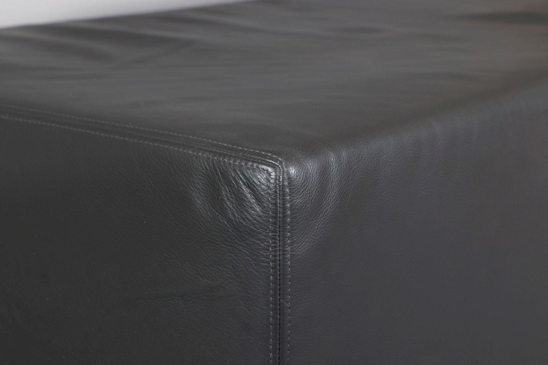 Leder-Pouf (Sitzmöbel oder Couchtisch) - Image 2 of 2