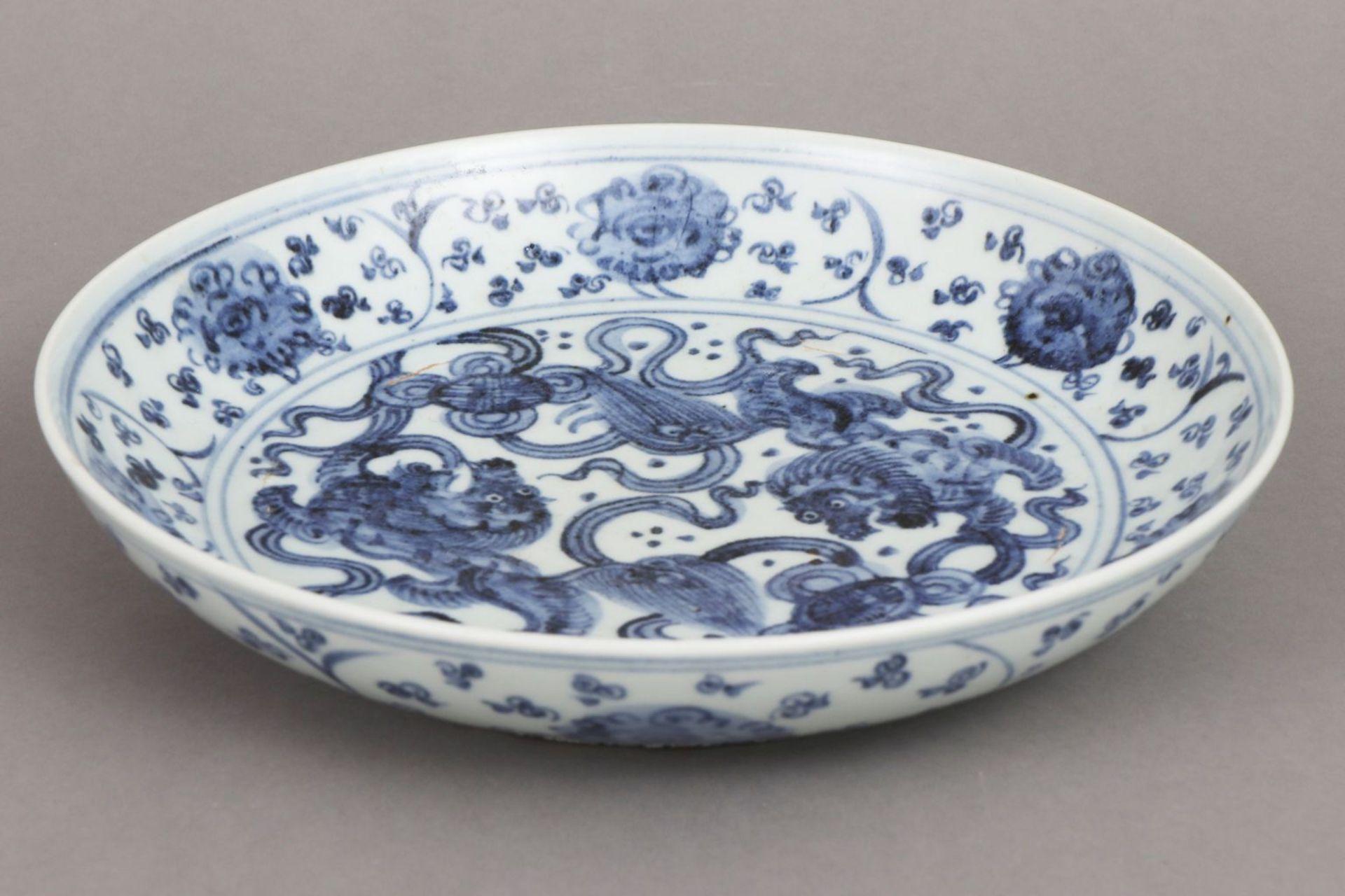 Chinesischer Porzellanteller im Stile Ming