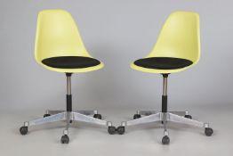 Paar VITRA Büro-Drehstühle ¨Eames Plastic Chair¨ (¨PSCC¨)