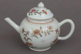 Kleines chinesisches Zeremonial-Teekännchen des 18. Jahrhunderts (Qing Dynastie)