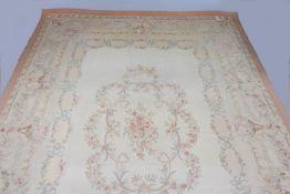 Großer Aubusson Teppich