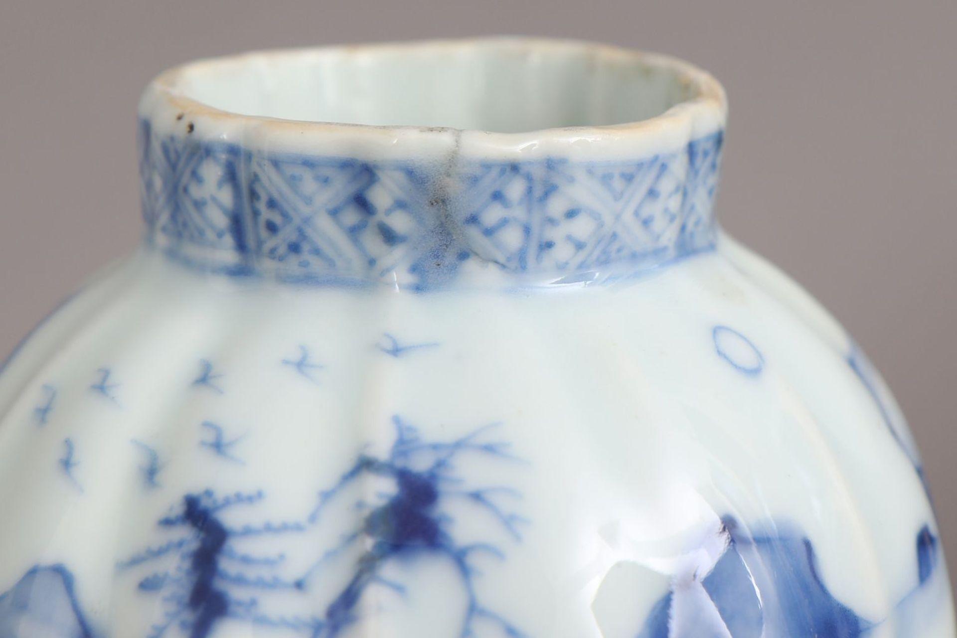 Chinesisches Vasengefäß mit Blaumalerei - Bild 5 aus 5