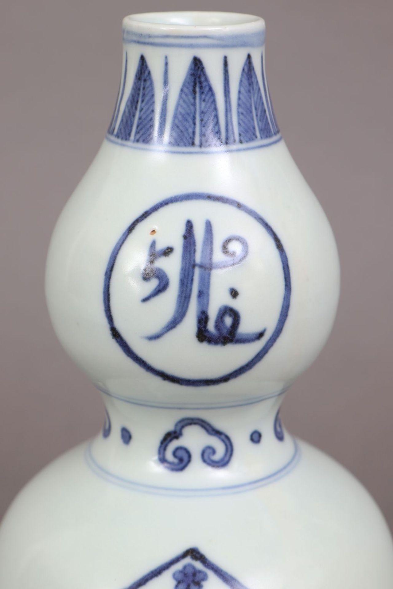 Chinesische Doppelkalebassenvase für den arabischen Markt - Bild 3 aus 4