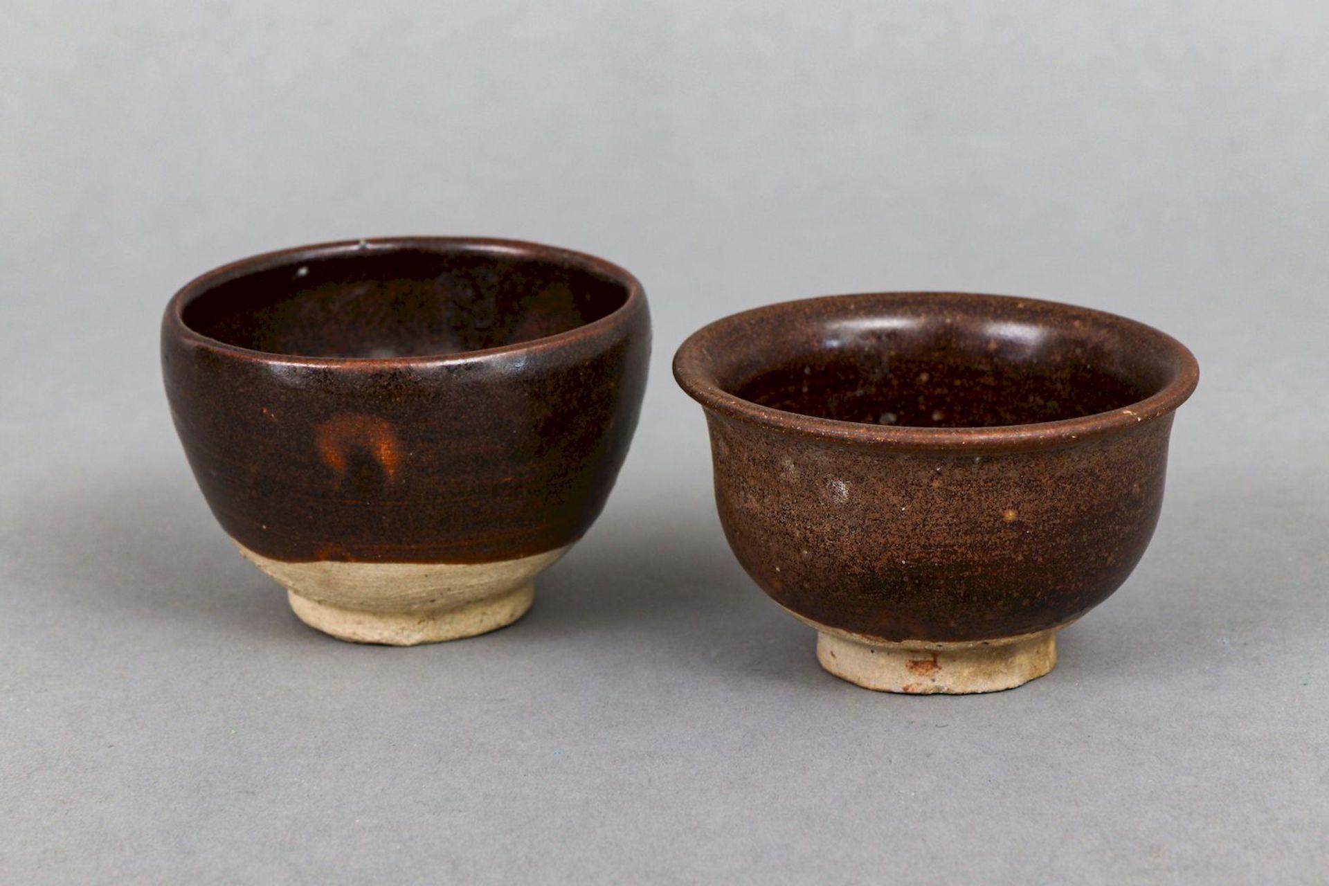 2 chinesische Koppchen/Weinbecher der Song Dynastie (960-1279)