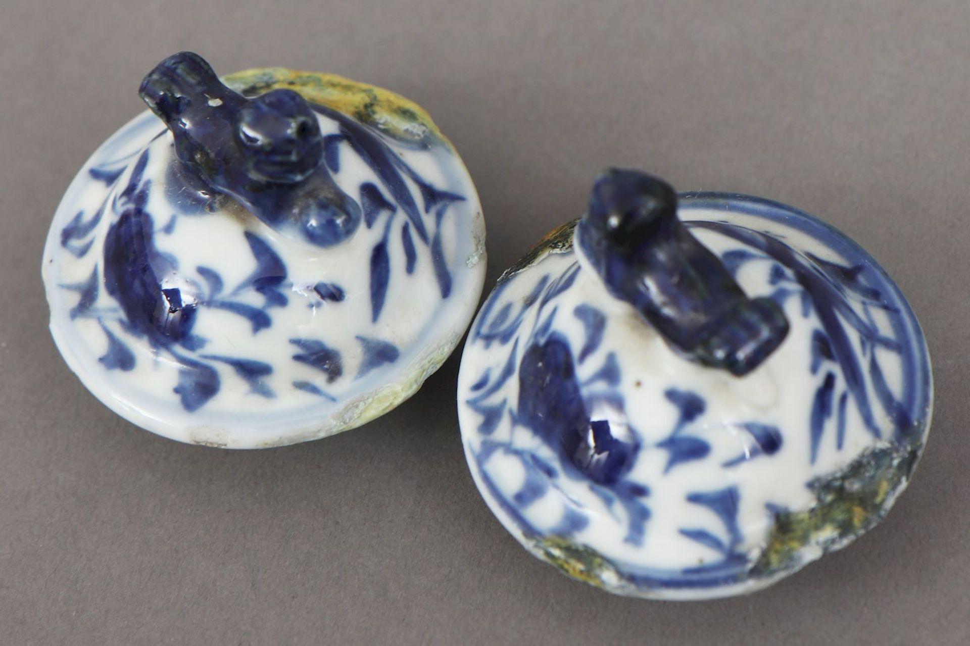 2 chinesische Deckelvasen mit Blaumalerei - Image 5 of 5