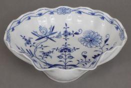 MEISSEN Muschelschale2. Hälfte 20. Jahrhunderts, Form ¨Neuer Ausschnitt¨, unterglasurblaues ¨