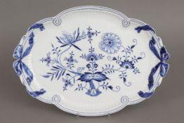 MEISSEN Tablett/Platte2. Hälfte 20. Jahrhunderts, Form ¨Neuer Ausschnitt¨, unterglasurblaues ¨