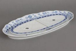MEISSEN Fleischplatte mit Tropfeinsatz1850-1924, Form ¨Neuer Ausschnitt¨, unterglasurblaues ¨