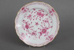 MEISSEN Teller ¨Indisch purpur¨um 1900, Form ¨Neuer Ausschnitt¨, ¨Indisch Purpur¨-Dekor mit