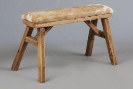 Sitzbank mit Fellbezug
