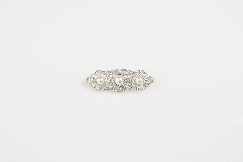 Brosche mit Perlen und Diamantbestaz