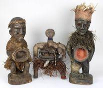 Namji-Puppe, Kamerun, und 2 Fetischfiguren der Yombe, D. R. Kongo: Namji-Puppe, Holz geschnitzt,