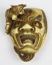 Japanisches Elfenbein-Netsuke, Meji-Periode, fein geschnitzte Darstellung eines Gesicht mit