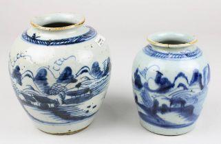 2 Porzellan-Vasen, wohl Vietnam Anf. 19. Jh., jew. weißer Scherben, in Blau unter blaugrauer Glasur