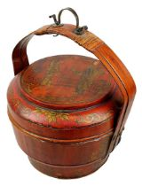 Chinesischer Lack-Hochzeitskorb, Ende 19. Jh., Korpus und Deckel aus sehr leichtem Holz, Henkel