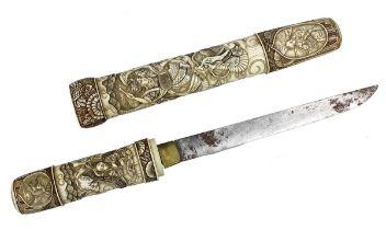 Tanto mit Elfenbein, Japan Meiji-Zeit, Griff und Scheide aus Elfenbein, fein beschnitzt mit