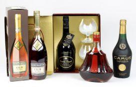 Vier Flaschen Cognac, 2. H. 20. Jh.: Cognac Baron Otard, Fine Champagne V.S.O.P., Chateau De Cognac,