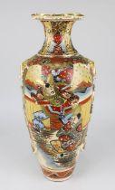 Satsuma - Vase Japan 1. H. - Mitte 20. Jh., Keramik, in Balusterform, farbig und gold staffiert, Wan