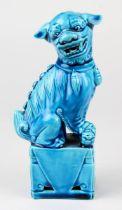 Kleiner Fo-Hund aus Porzellan, China 20. Jh., Porzellan, weißer Scherben, türkisblau glasiert, Höhe