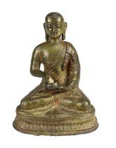Figur eines buddhistischen Mönchs, Tibet 17/18 Jahrhundert, Mönch sitzend auf Lotosthron, in der lin