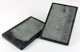 Tusche-Reibstein, China 20. Jh., wohl Schiefer, als Deckelgefäß, Deckel mit reliefiertem Drachendeko