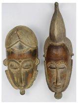 2 Masken der Baule, Côte d'Ivoire, Holz geschnitzt, partiell mit Kaolin (in Resten) gefärbt und mit