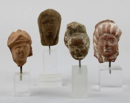 4 Kopf-Fragmente von Figuren, Ägypten, ptolemäisch / römisch, alle auf Kunststoffsockeln, bestehend