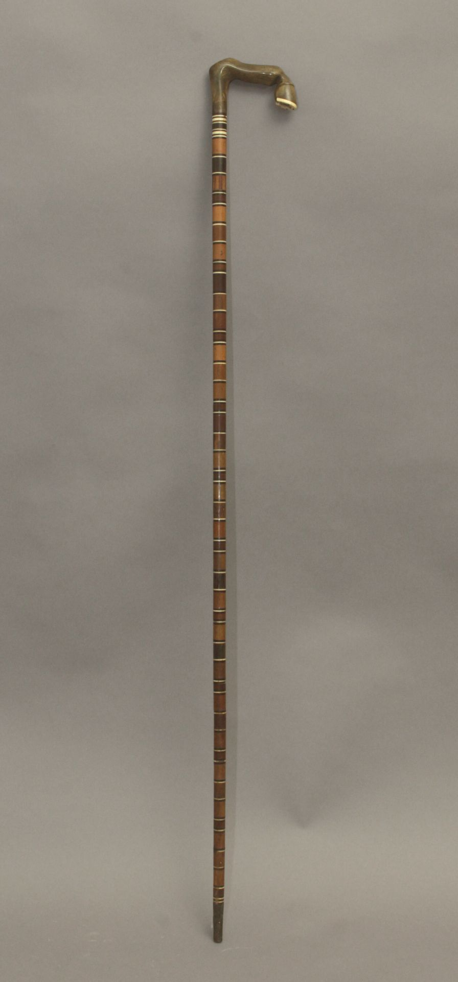 A 20th century wood, horn and bone sample walking cane - Bild 3 aus 7
