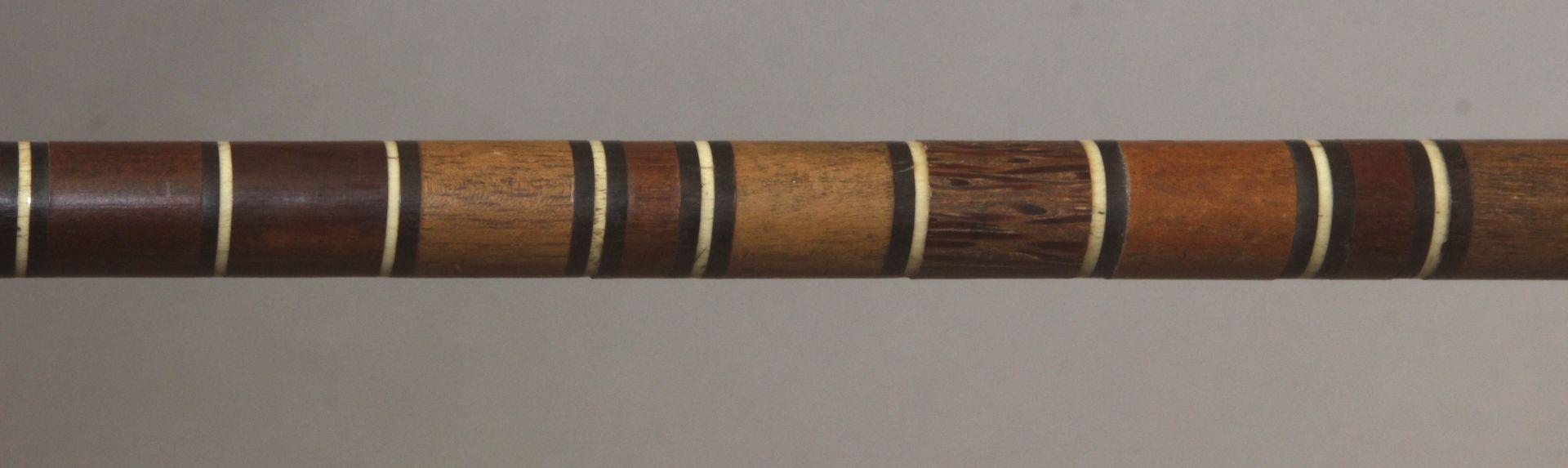 A 20th century wood, horn and bone sample walking cane - Bild 7 aus 7