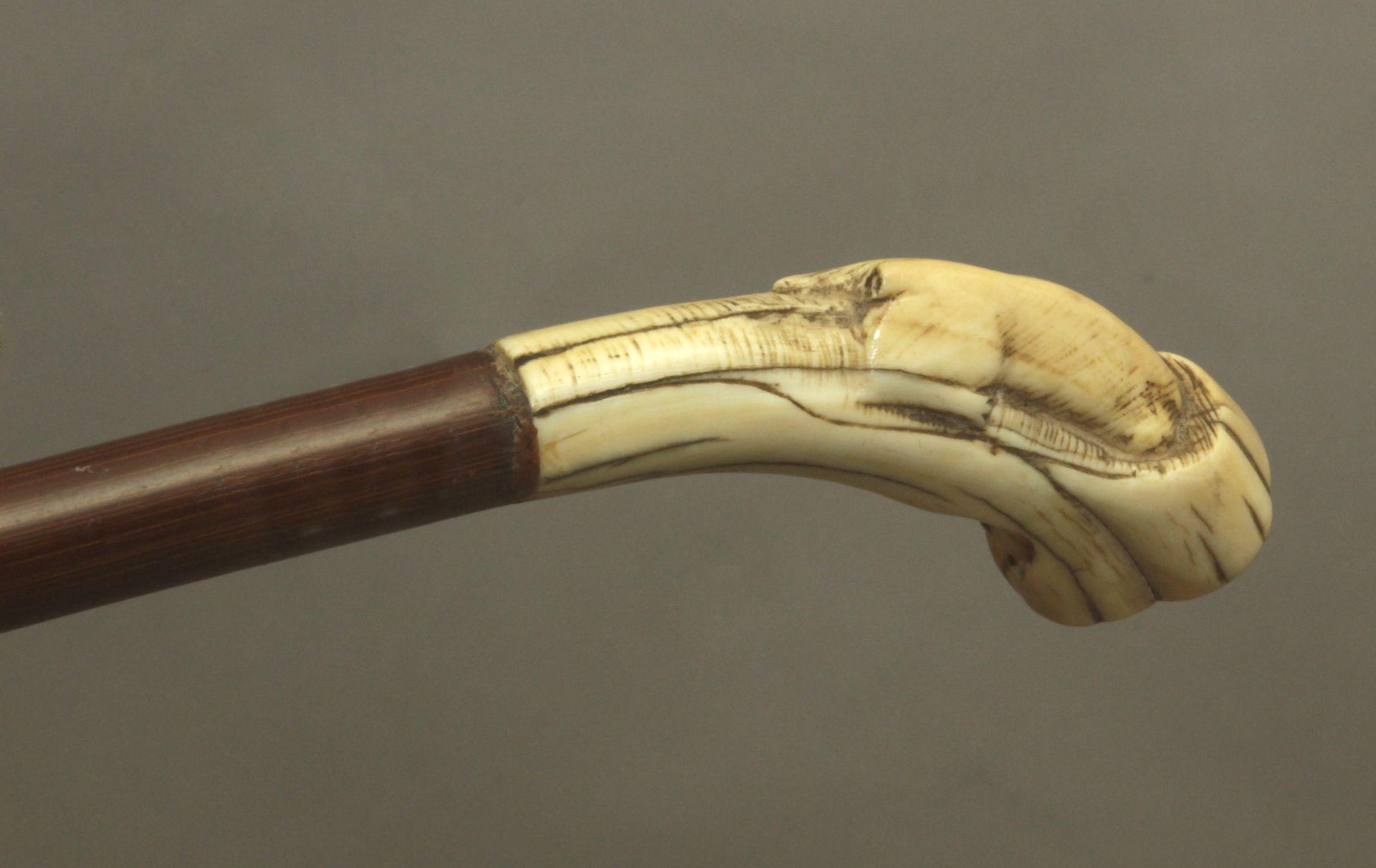 A 19th century ivory handled walking stick - Bild 5 aus 9