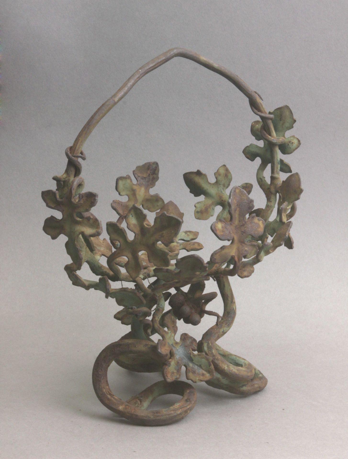 An Art Nouveau wrought iron jardiniere in the style of Manuel Ballarin in 1900 - Bild 3 aus 3