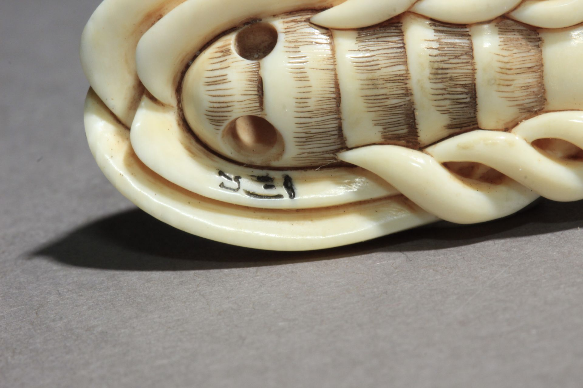 A Japanese netsuke from Showa-Heisei period, Signed - Image 6 of 6