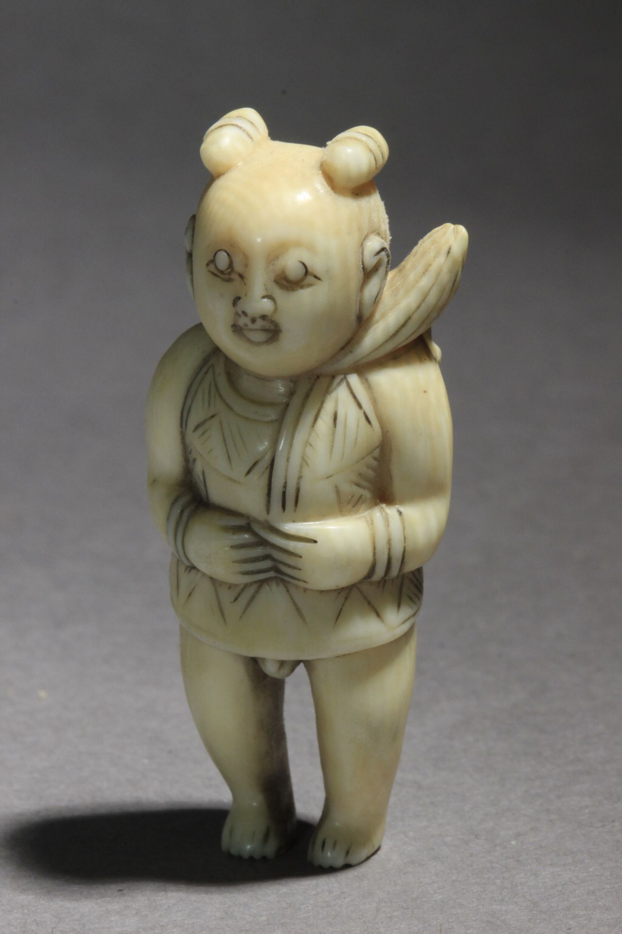 An early 19th century Japanese netsuke from Edo period - Image 6 of 6