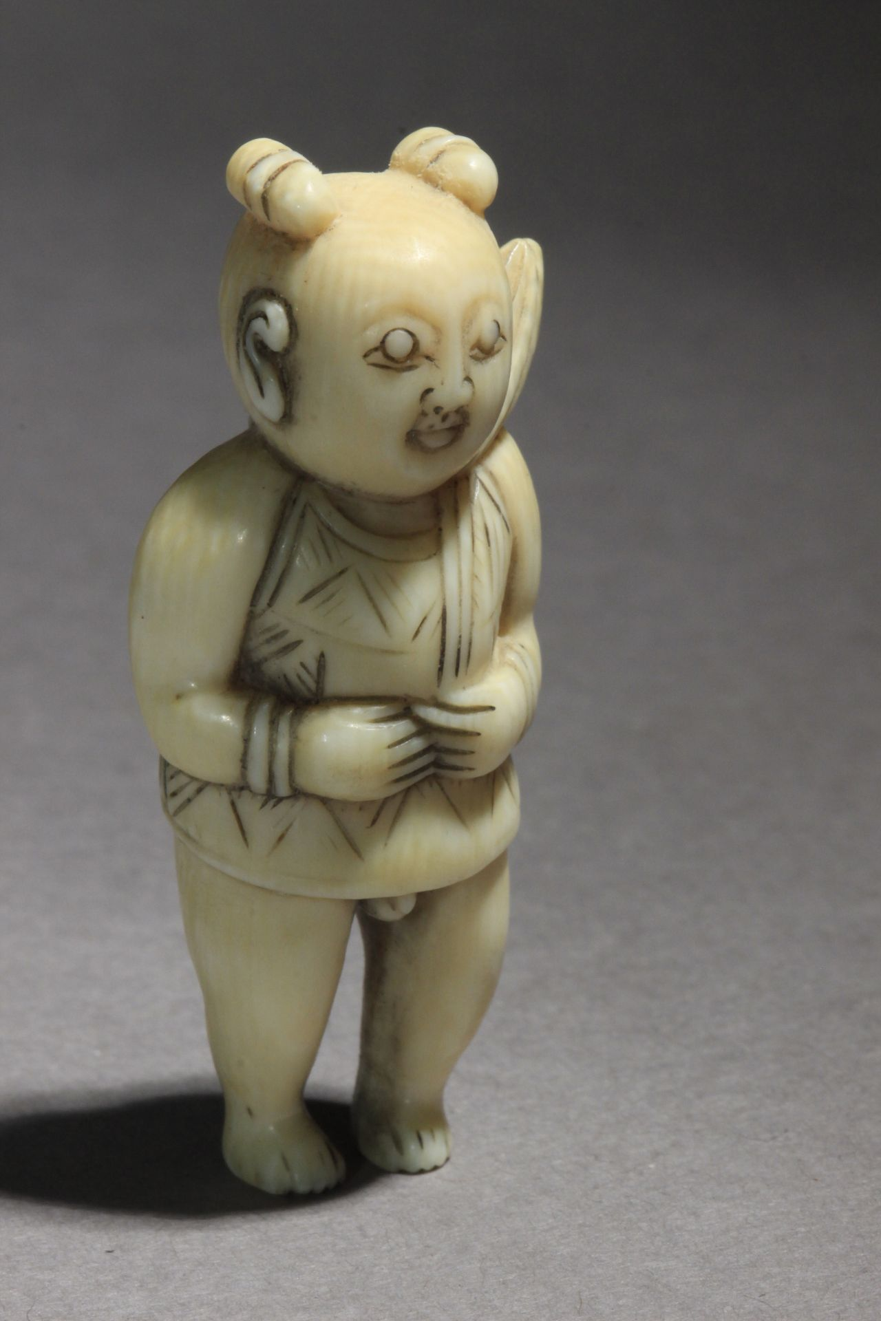 An early 19th century Japanese netsuke from Edo period - Image 5 of 6