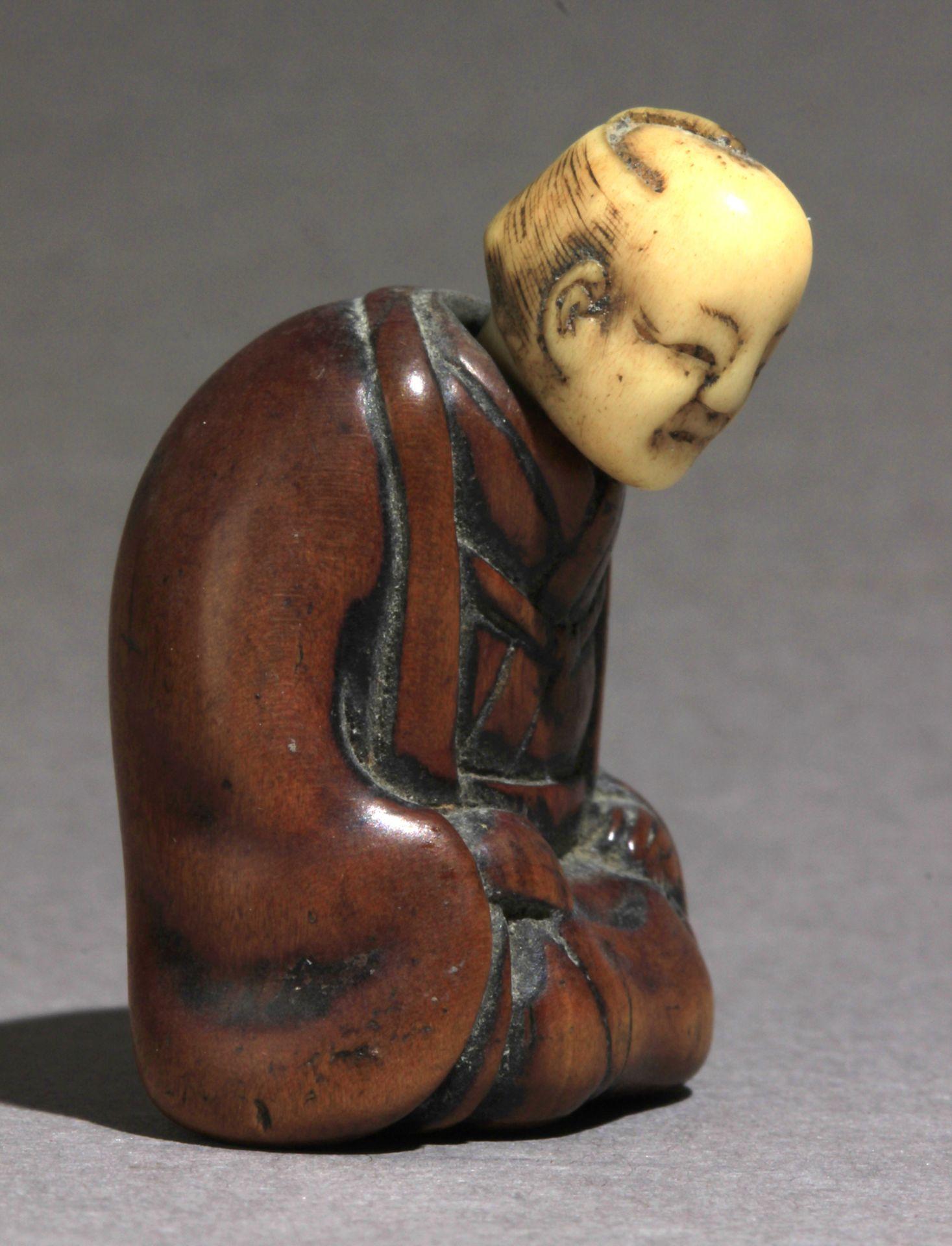 A 19th century Japanese netsuke from Edo period - Image 5 of 8